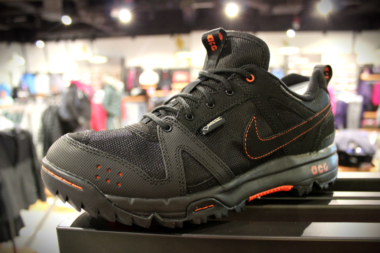 check out 88c6a f7138 Nike Rongbuk GTX